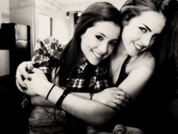 Elizabeth Gillies and Ariana Grande