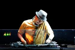 Dj Q-bert Vs. Mix Master Mike