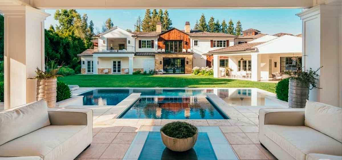 Мадонна купила дом у певца The Weeknd