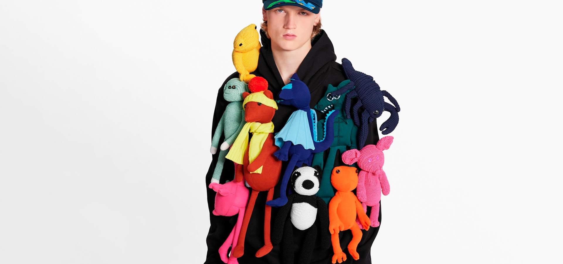 Louis Vuitton выпустили свитшот за 575 тысяч рублей с мягкими игрушками