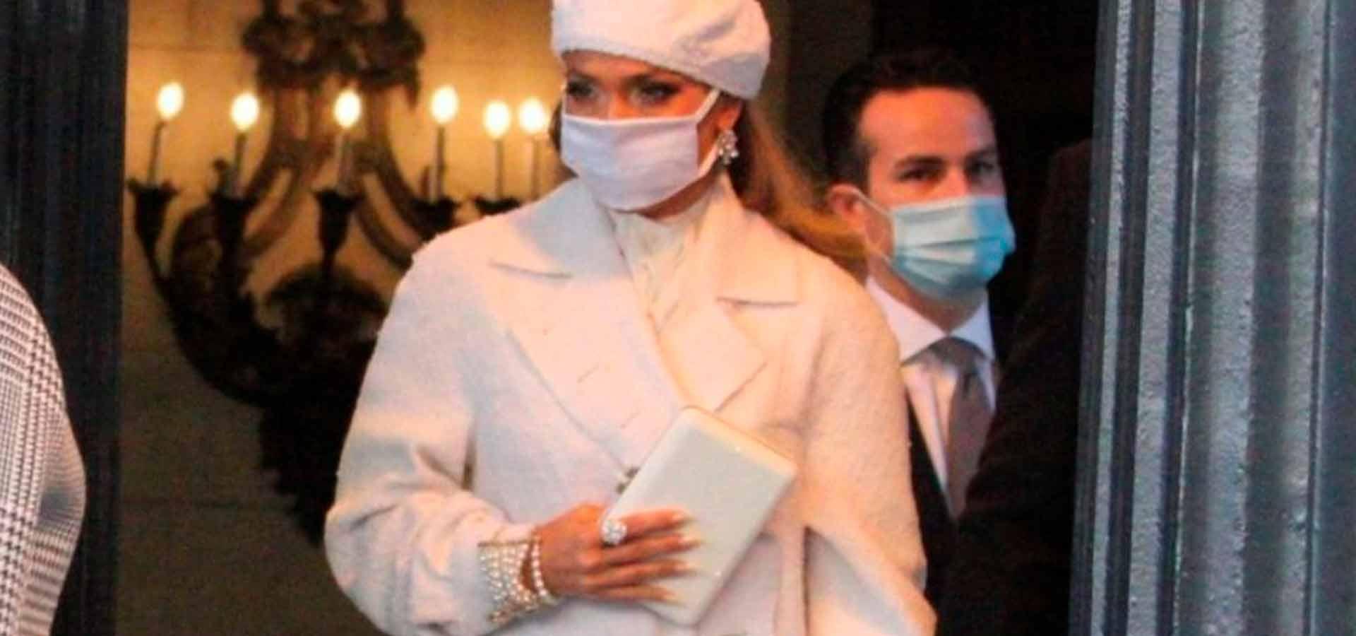 Куда отправилась Дженнифер Лопес сразу после выступления на инаугурации и какой показала сувенир